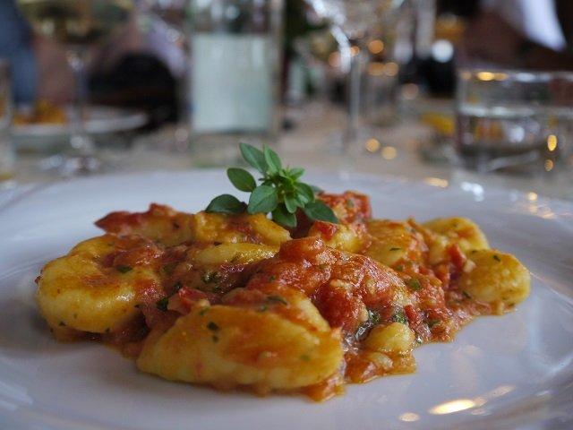 Zur Vorspeise gabs die zartesten Gnocchi, die ich je gegessen habe.