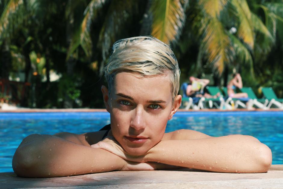 Pool_Mia3