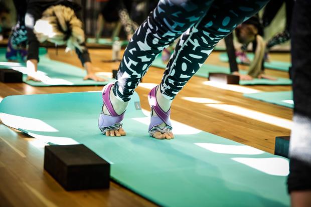 Yoga mit dem Nike Wmns  Studio Wrap Pack